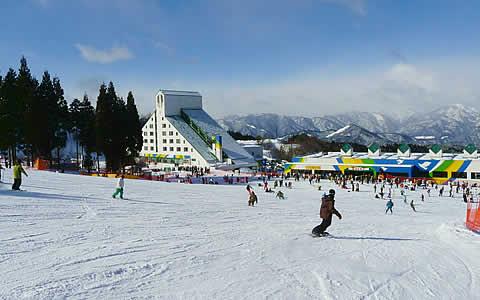 鷲ヶ岳スキー場とセンターハウス