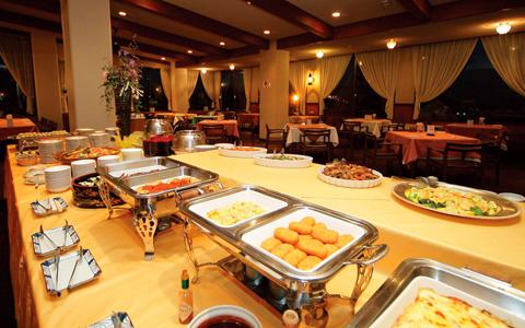 夕食は食べ放題バイキング(写真は一例)※当日の宿泊人数により対応できない場合がございます。